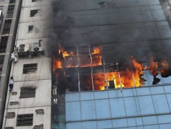 Gruesome deaths mark huge  fire tragedy in dhaka  office block